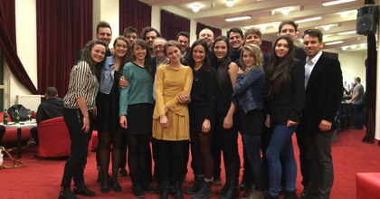 A Budapesti Fesziválzenekarral lépnek fel az SZFE II. éves zenés színész hallgatói