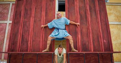 Félúton a fórum felé - Karneválszínházzal vár Szombathely