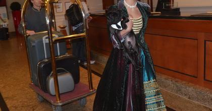 Flash mobbal népszerűsítették a magyar operettet az InterContinental Budapestben