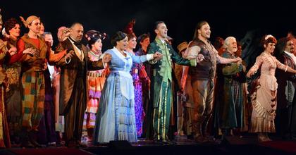Májusban két jubileumot is ünnepeltek az Operettben