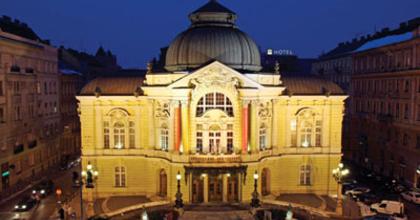 Másfél évre választanak igazgatót a Vígszínház élére