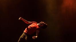 Így táncolnak profi balett táncosok popzenére