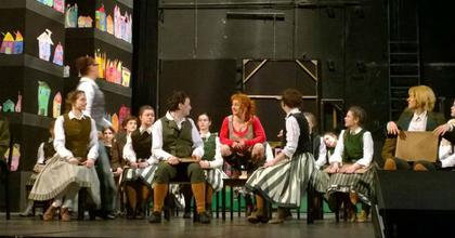 Hátrányos helyzetű gyerekeket lát vendégül a Magyar Színház