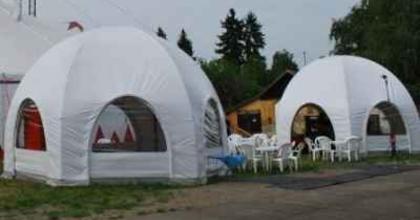 Négykézlábtól – négykézlábig- Programok a Teátrumiak sátrában