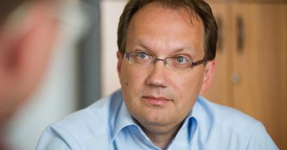 """Hoppál Péter: """"Kulcskérdés az intézményekkel való párbeszéd"""""""