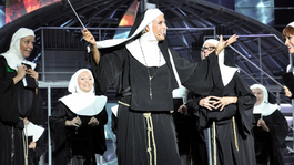 Dupla előadással jön Budapestre az Apáca show