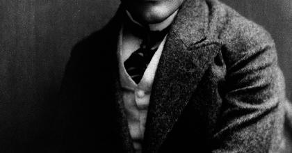 75 éve halt meg az irodalmi kabaré megteremtője