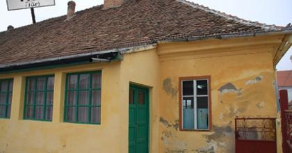 A tűri Magyar Ház felújításáért gyűjt a színház