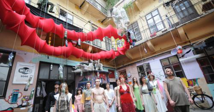Ismét egyetemi színház a Szerb utcában