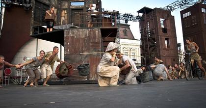 """""""Egy csúcstartó színpad épül fel"""" - Monumentális Miss Saigon Baján!"""