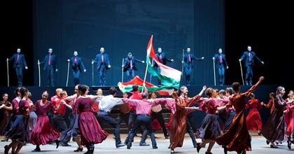 Országos turnéra indul a forradalmi táncjáték