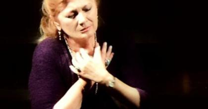 Sass Sylvia dalestje a Vörösmarty Színházban
