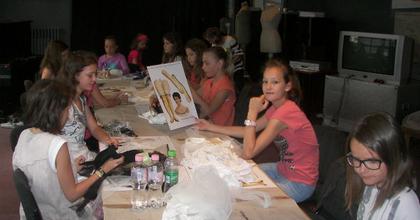 Jelmeztitkok - Jelmeztervező tábort szervez a Katona gyerekeknek