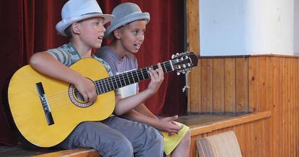 Csereháti gyerekek tartanak fórumszínházi előadást a Stúdió K-ban