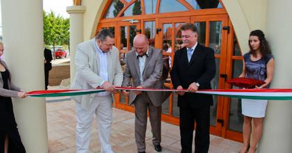 Új kultúrközpontot avatott Vidnyánszky Fonyódon