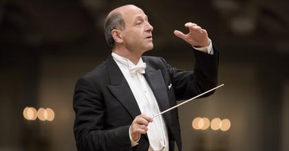 Menekülteknek ad ingyenes koncertet Fischer Iván zenekara is