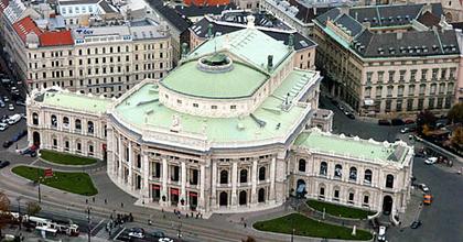 Lassan kilábal a pénzügyi válságból a Burgtheater