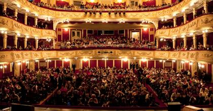 Már augusztus végén kinyit a Vígszínház - 10 bemutatóval várnak