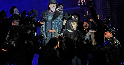 """""""Merj jobb lenni!"""" – Isten Pénze az Operettszínházban"""