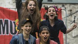 Vörös ördögök – Focidrukker lányok a Tesla Teátrum bemutatójában