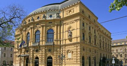 A Kék róka jön Az üvegcipő helyett Szegeden