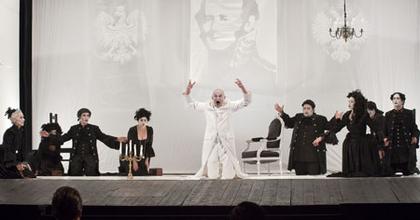 Hamlet-bemutatóval zár a Tamási Áron Színház