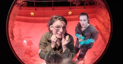 A kommunista Kína világa költözik a Katona Kamrájába