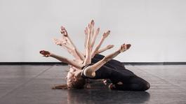 Növényekként táncolók – Góbi Rita legújabb koreográfiája a Bethlen Téri Színházban