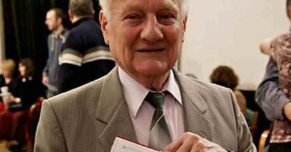 A 85 éves Timár Sándort köszöntik az Erkelben