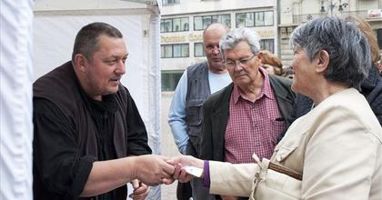 'El kell indítani egy dialógust' - Vidnyánszky jegyet árult