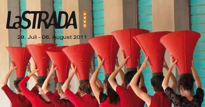 Ingyenes utcaszínházi fesztivál Grazban
