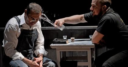 """""""Meghökkentően emberi, abszurd és tragikomikus"""" – Ádám almái a Miskolci Nemzeti színházban"""