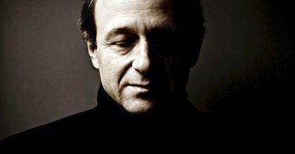 Ascher rendezi Fischer kamaraoperájának ősbemutatóját