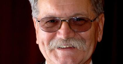 Elhunyt András Gyula