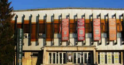 Virágozzék a Harmadik Színház! - kapálásra invitálnak Pécsett