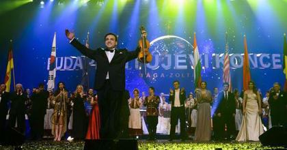A nemzet színészei is fellépnek Mága Zoltán újévi koncertjén
