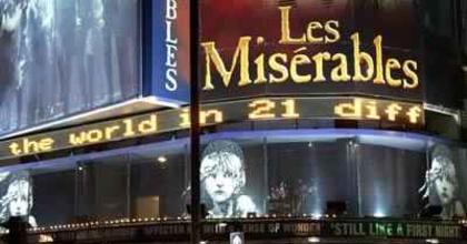 Színházlátogatókat keres