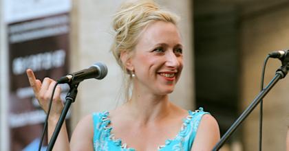 Anemona-koncert: Szandtner Anna énekel