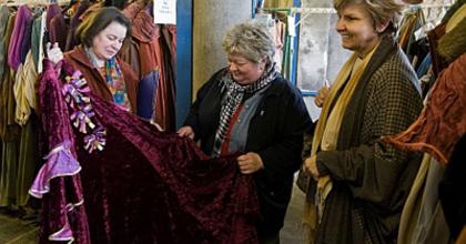 47 ezerért teljes Carmen eladó - Jelmezbörze az Erkel Színházban