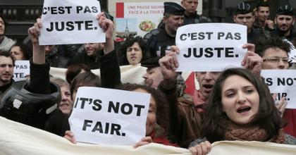 Tiltakoznak a szabadúszó művészeti dolgozók Franciaországban