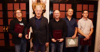 Bálint András tiszteletbeli Petőfi-díjat kapott Veszprémben
