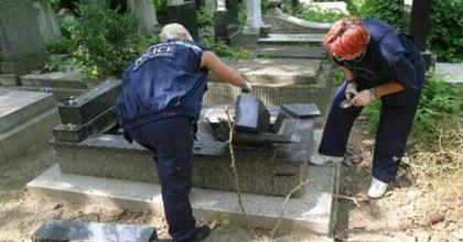 Sírrongálás a Kozma utcai zsidótemetőben