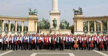 A 100 Tagú Cigányzenekar ünnepi nagykoncertje