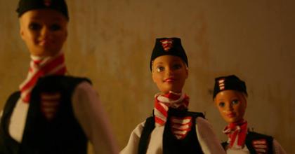 """""""Áruba bocsátják"""" a roma-cigány jelzőt - Performansz az etnicizálás ellen"""