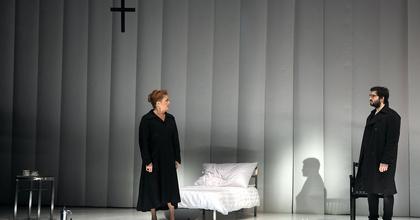Állva ünnepelte a pozsonyi közönség a Vígszínház társulatát