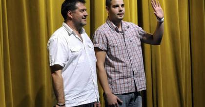 Mozivásznon párbajoznak a Dumaszínház tagjai