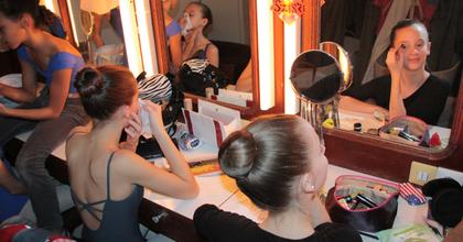Ifjú balettnövendékek is szerepelnek A diótörő idei előadásain
