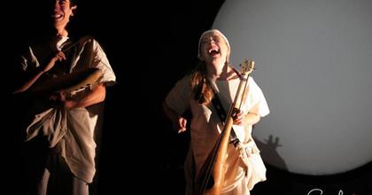 A hold gyermekei - A Bethlen téren az Apró Színház