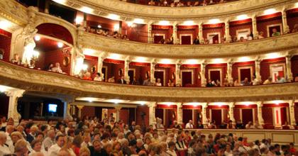 Szinte mindennapos a színházban megcsörrenő mobiltelefon
