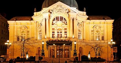 11 bemutató a Vígszínház új évadában